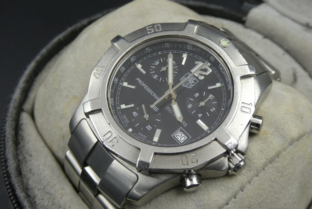 sell-used-Tag Heuer Professional CN1110